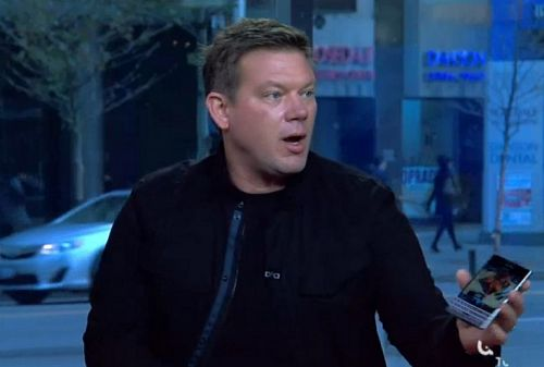 Celebrity Chef Tyler Florence shows off the BlackBerry Passport Screen Grab
