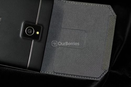 BlackBerry Passport Leather Swivel Holster with Phone and flap