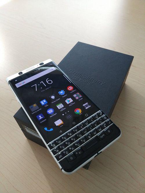 BlackBerry KEYone, credit @SteveCistulli