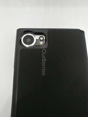 Camera port look of the BlackBerry KEYone Official Flip Case